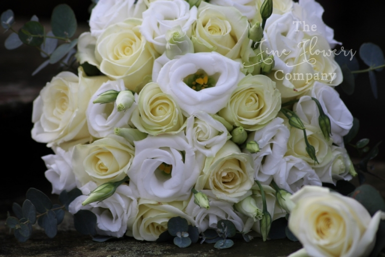 bouquet of ivory avalanche roses and lisianthus