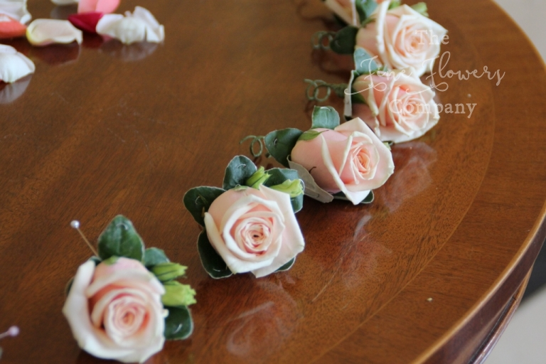 pale pink Sweet Avalanche buttonholes